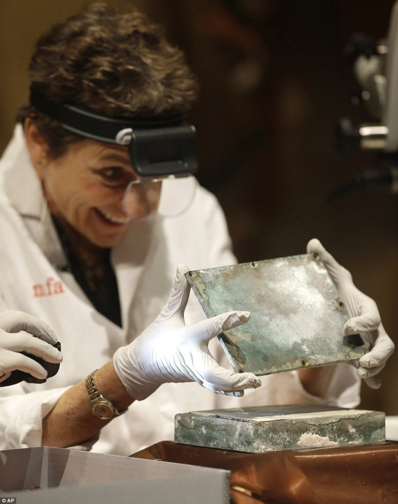 24775ec200000578-2899859-museum_of_fine_arts_boston_head_of_objects_conservation_pam_hatc-a-18_1420596734373